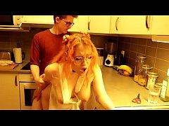 หนังxxx เมื่อผัวเงี่ยนตามไปเย็ดหีเมียถึงในห้องครัว แซ่บมาก แทงหีแบบรัวๆ แรงๆ